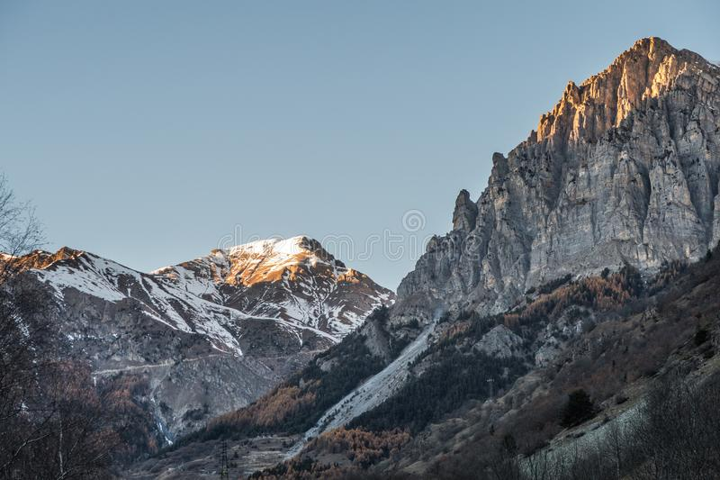 在冬天期间,日落欧洲阿尔卑斯 图库摄影