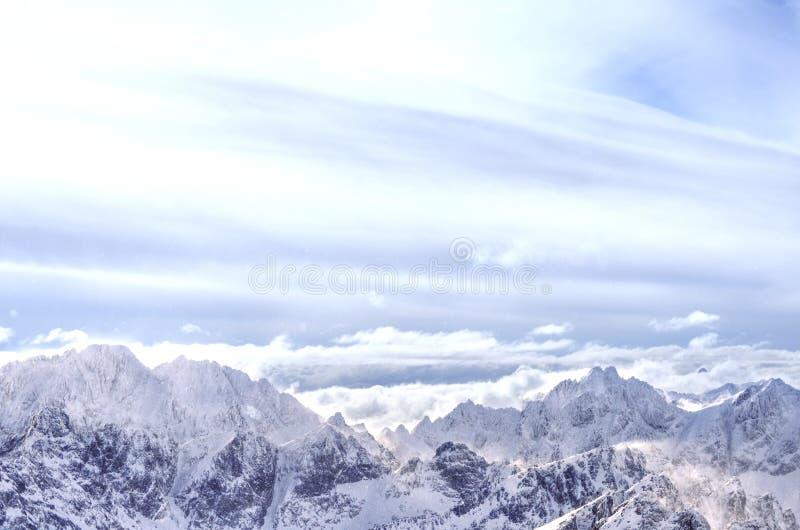 在冬天期间, Tatry山全景  免版税库存照片