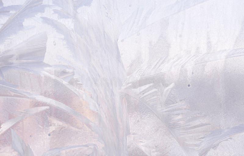 在冬天玻璃的冰模式 圣诞节结冰的背景 定调子作用的冬天 免版税图库摄影