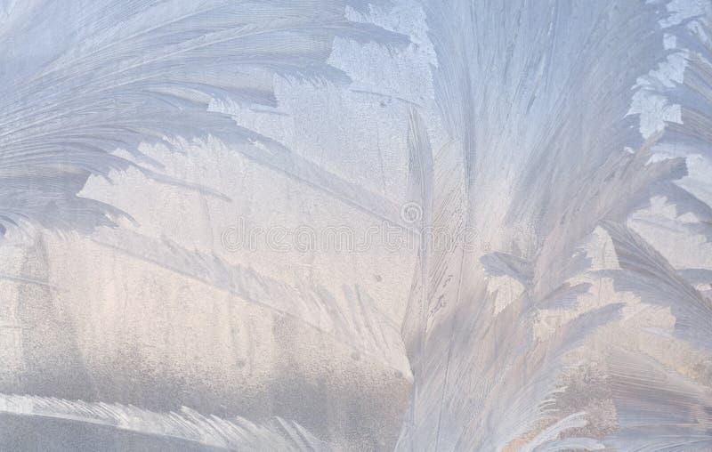 在冬天玻璃的冰模式 圣诞节结冰的背景 定调子作用的冬天 库存照片