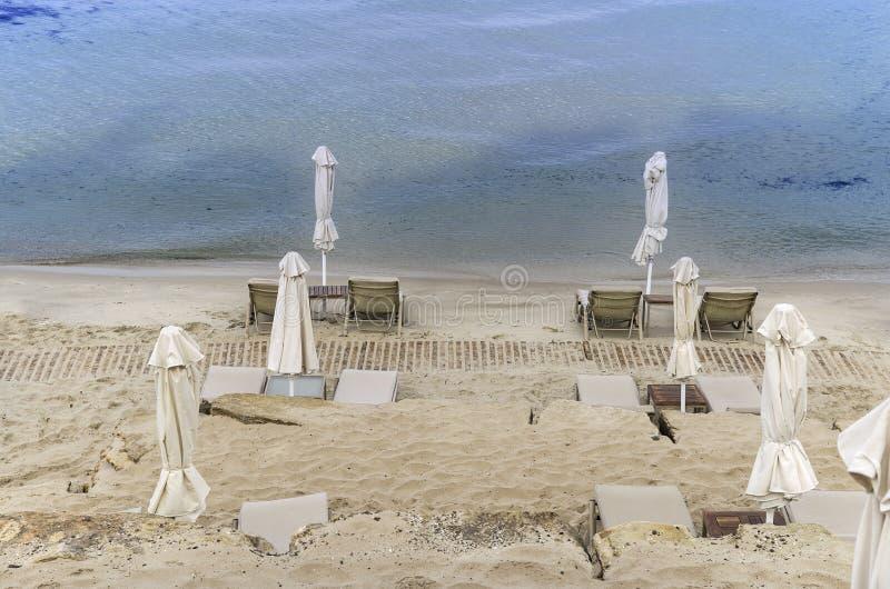 在冬天的空的海滩 免版税图库摄影