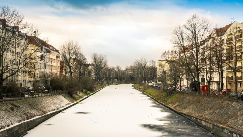 在冬天结冰的柏林Landwehr运河 库存照片