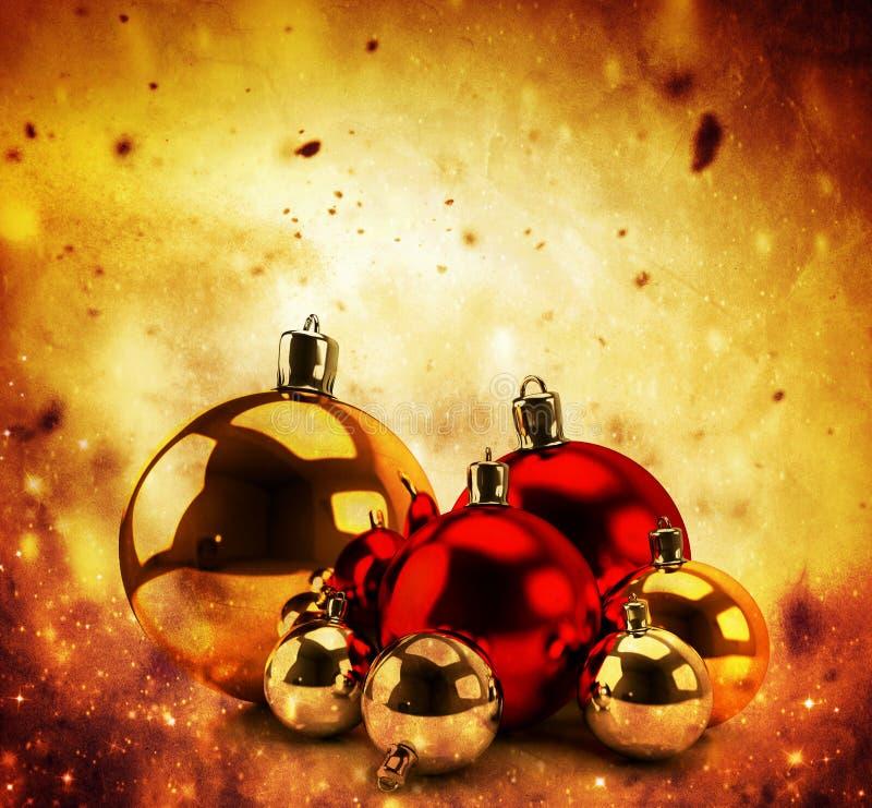 在冬天金背景的圣诞节玻璃球 皇族释放例证