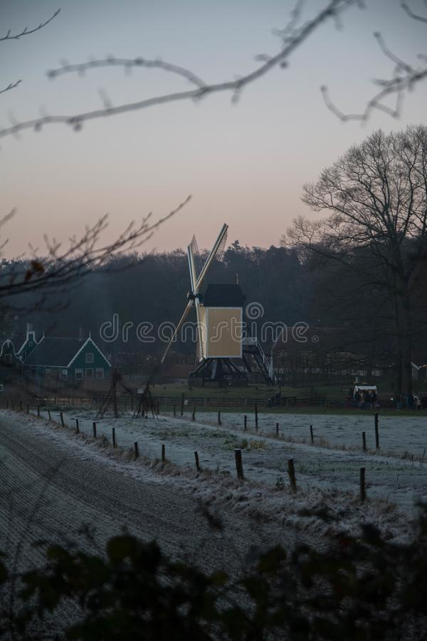 在冬天风景的老荷兰磨房 库存照片