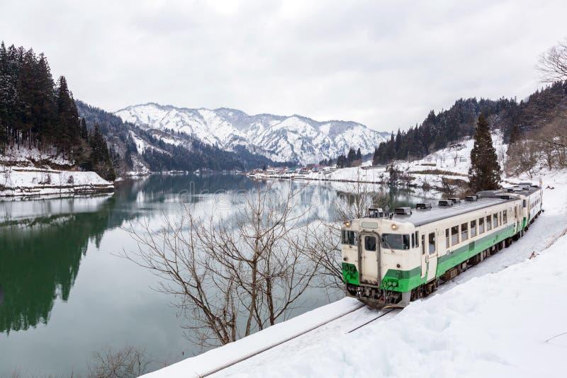 在冬天风景雪的火车 库存图片