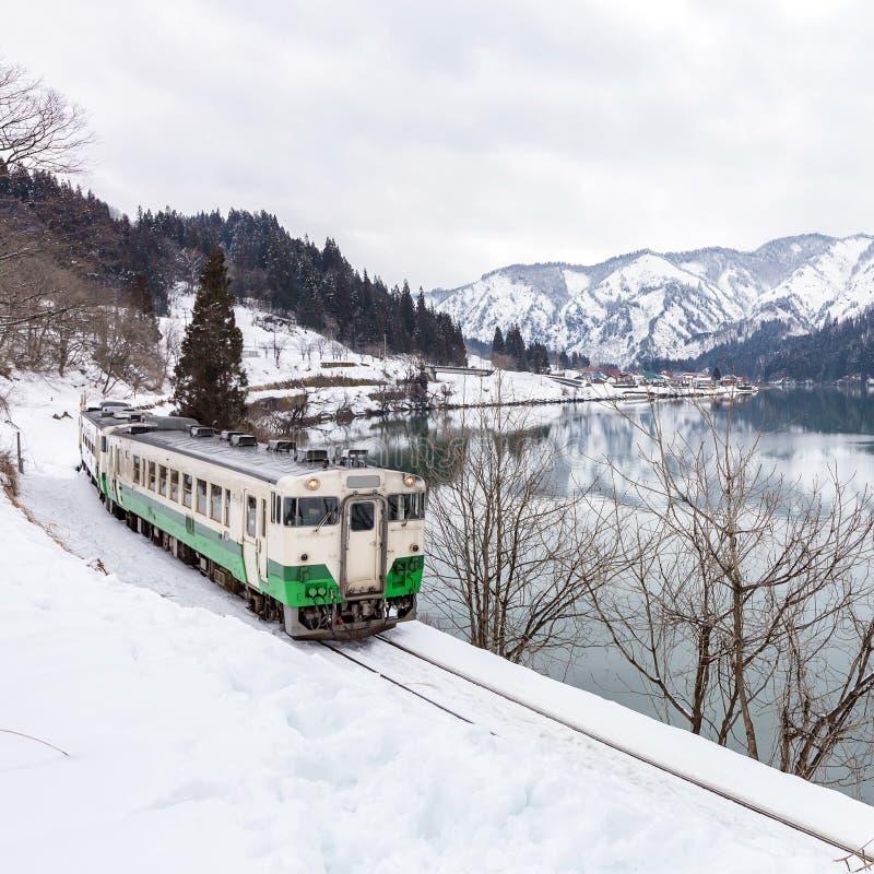 在冬天风景雪的火车 免版税图库摄影