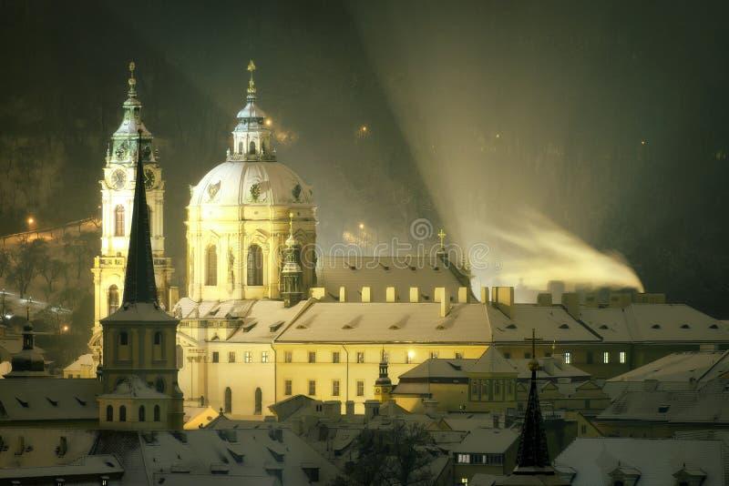 在冬天,布拉格,捷克republi期间,圣尼古拉斯教会塔  库存图片
