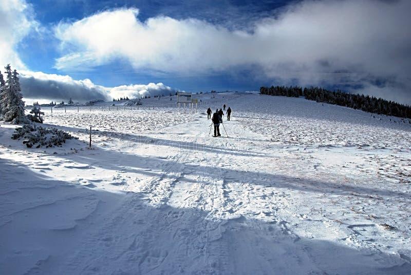 在冬天Fischbacher Alpen山的Snowshoeing 免版税库存图片
