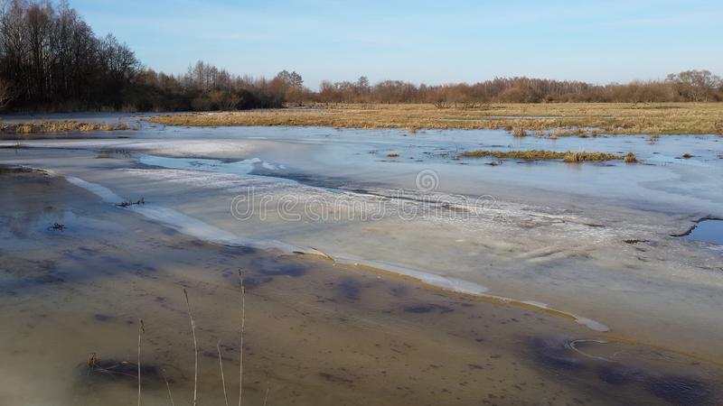 在冰下的领域 被填装的洪泛区 库存照片