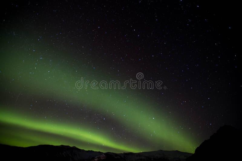 在冰岛天空的美好的北极光显示 库存照片