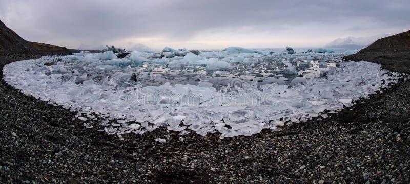 在冰川盐水湖的冰山 免版税库存图片