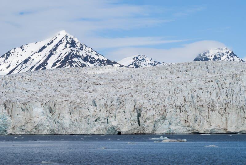 在冰川,斯瓦尔巴特群岛前面的冰山,北极 免版税库存图片