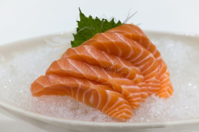 在冰的三文鱼生鱼片 免版税库存图片