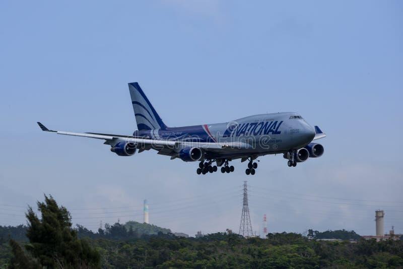在冲绳岛的航行器着陆 免版税库存照片