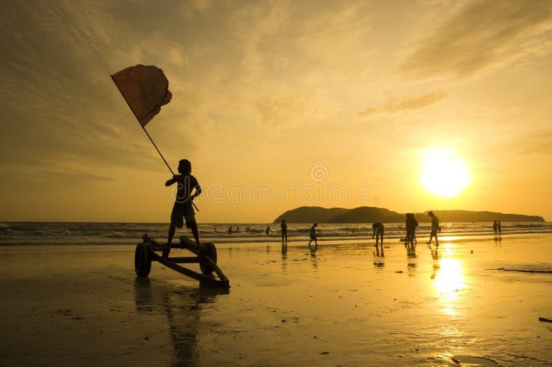 在凌家卫岛海滩的红旗 免版税图库摄影