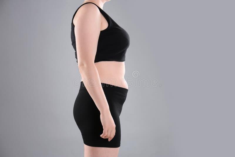 在减重前的超重妇女 库存图片