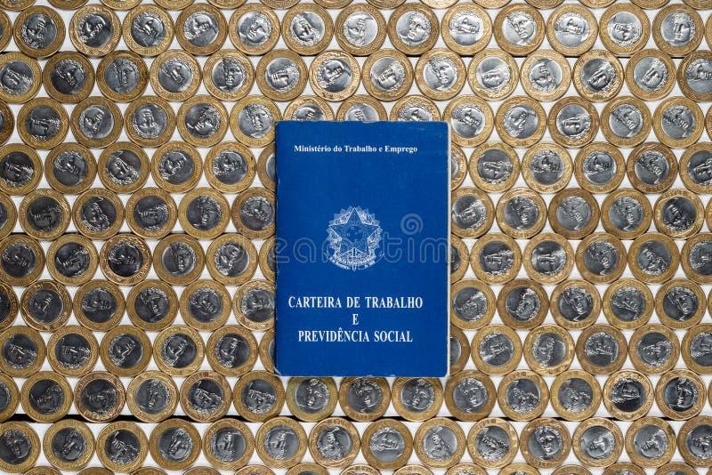 在几枚巴西一个真正的硬币的工作许可 库存照片