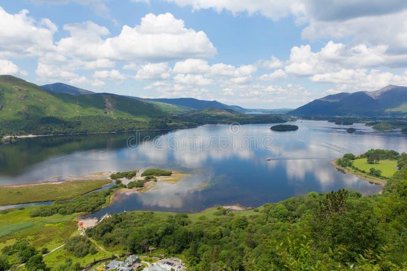 在凯西克南部的Derwent Water湖区国家公园Cumbria举起了看法 免版税库存图片