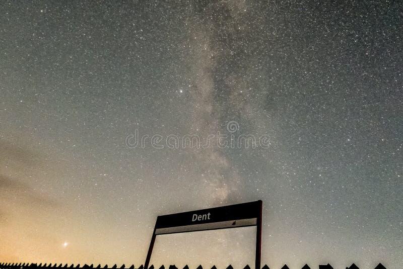 在凹痕驻地的银河 免版税库存照片