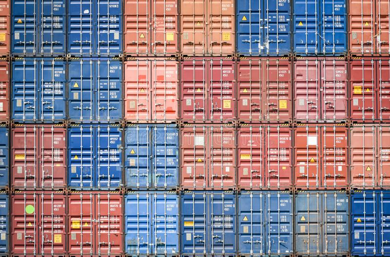 在出口的集装箱船和进口业和后勤学在港口工业包装和水运输国际性组织 库存图片