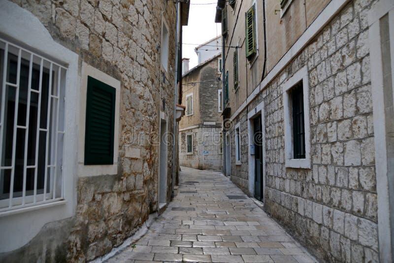 在分裂的狭窄的街道,克罗地亚 免版税库存图片