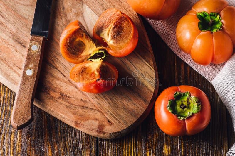 在切板的柿子切片 免版税图库摄影