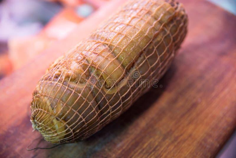在切板的熏制的海鳗鱼卷 库存照片