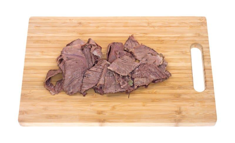 在切板的稀薄的切的牛颈肉烘烤 免版税库存照片