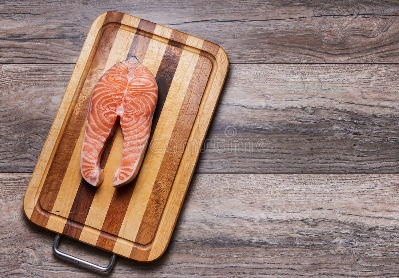 在切板的鱼排 免版税图库摄影