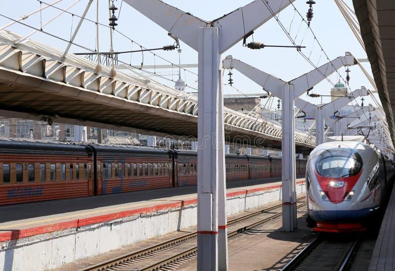 在列宁格勒驻地的Aeroexpress火车Sapsan 莫斯科俄国 免版税库存图片