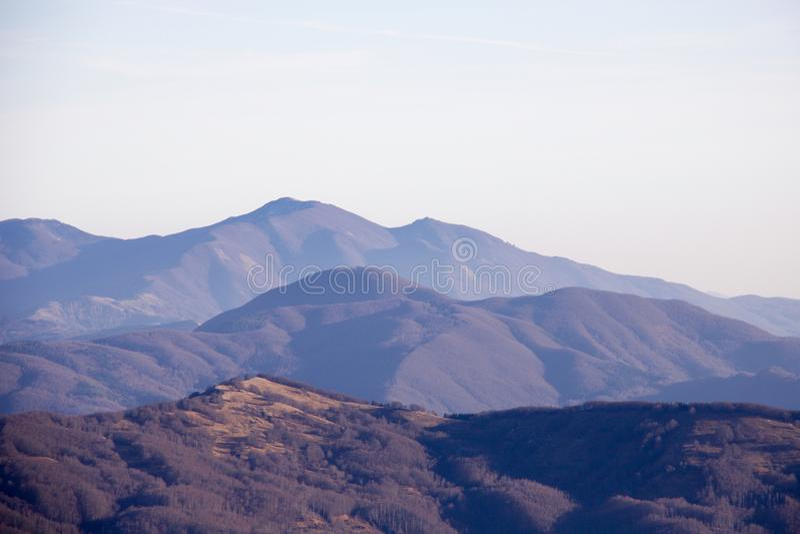 在利古里亚亚平宁山脉的山上面 免版税图库摄影