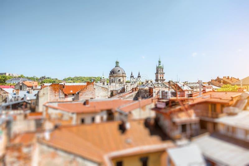 在利沃夫州市,乌克兰老镇的都市风景视图  免版税图库摄影