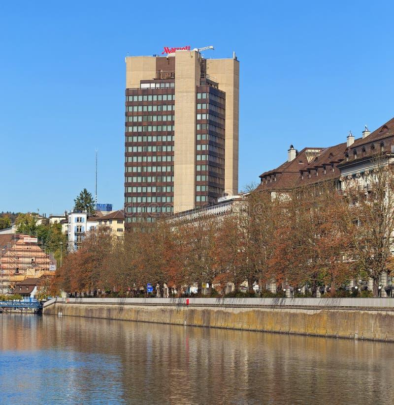 在利马特河河和Mariott旅馆大厦的看法 免版税库存图片