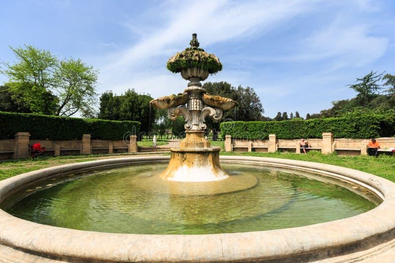 在别墅的多利亚Pamphili的喷泉Giglio通过Aurelia Antica 免版税库存照片