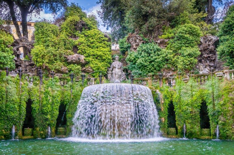 在别墅d ` Este, Tivoli,罗马,拉齐奥,中央意大利省的卵形喷泉  库存照片