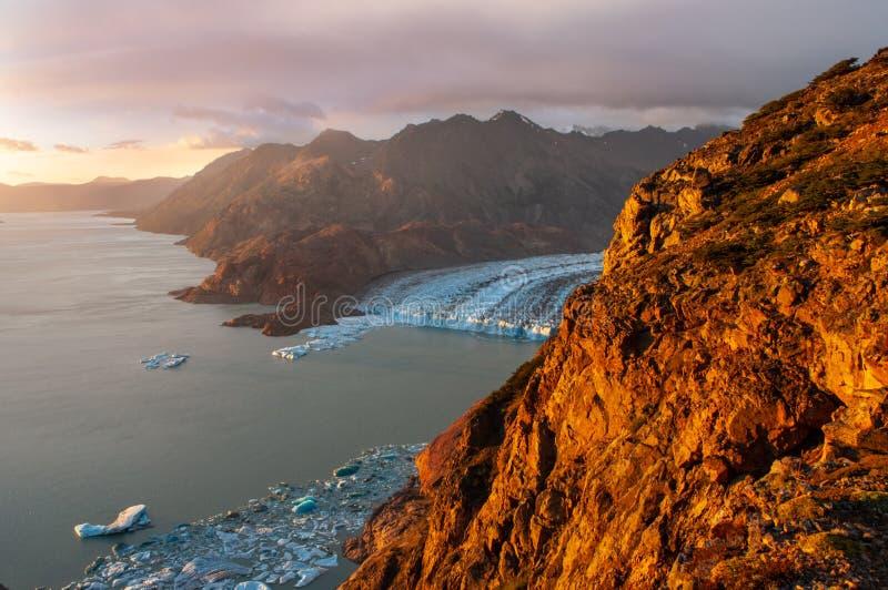 在别德马湖的日落,巴塔哥尼亚,Los Glaciares国立公园,阿根廷 免版税图库摄影
