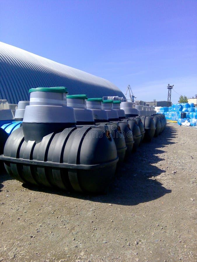 在制造商工厂的化粪池存贮准备好待售 图库摄影