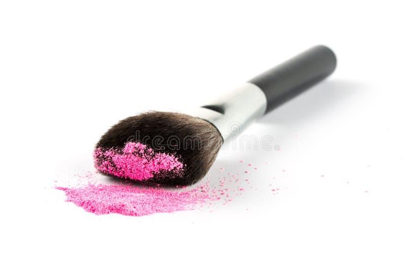在刷子的桃红色粉末眼影膏,时尚秀丽 图库摄影