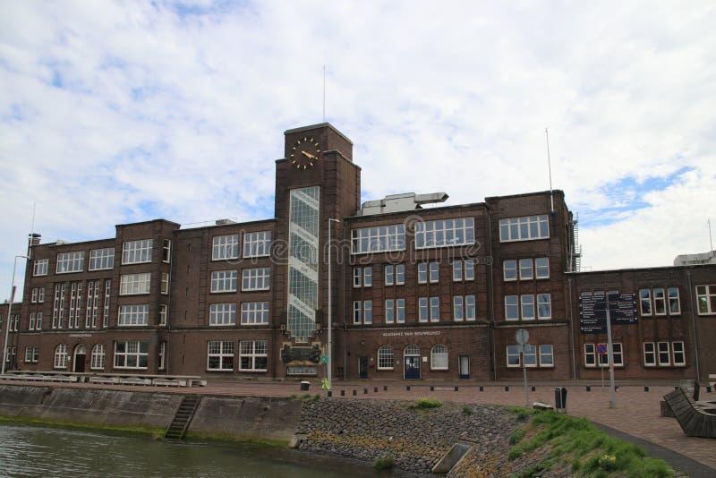 在前船码头工地工作的老大厦RDM复合体的 免版税库存图片
