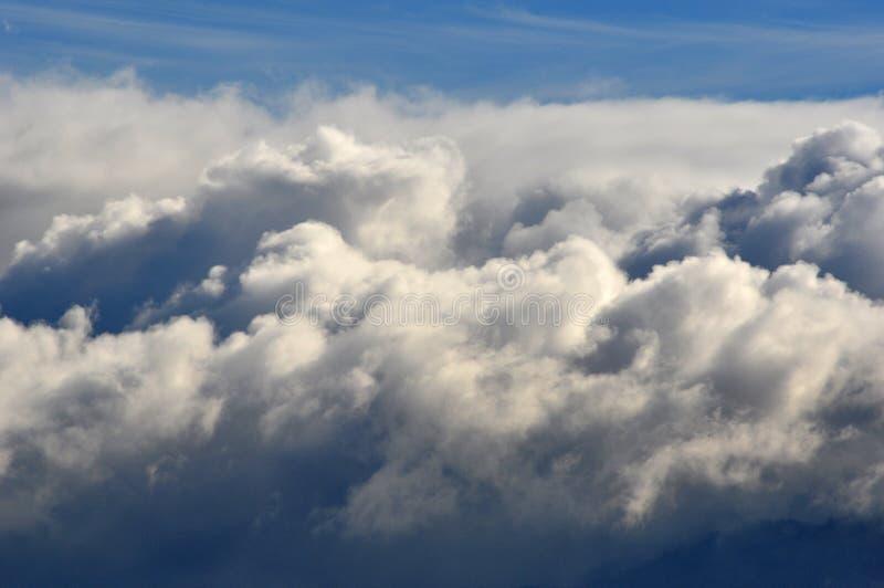 在剧烈的天空的云彩 免版税库存照片