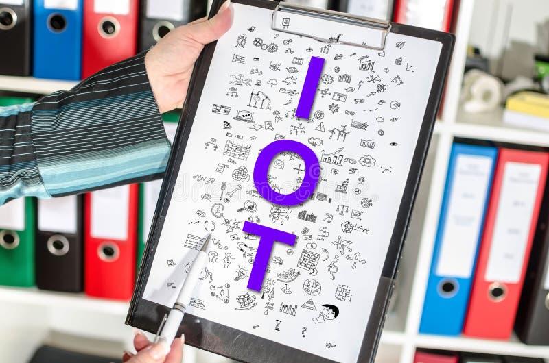 在剪贴板的Iot概念 免版税库存图片
