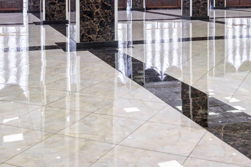 在办公室或旅馆豪华大厅的大理石地板  免版税库存图片