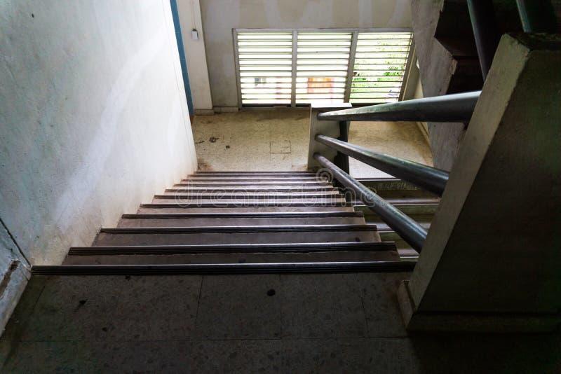 在办公楼里面的台阶 免版税图库摄影