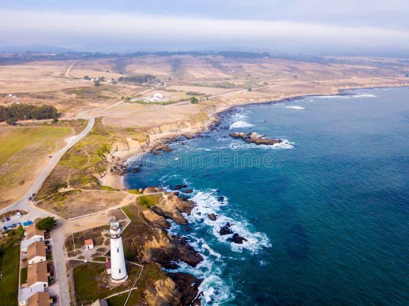 在加利福尼亚太平洋峭壁的鸟瞰图 免版税库存照片