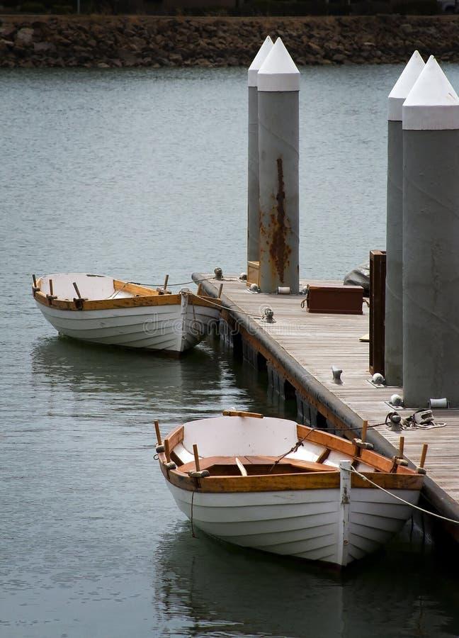 在加利福尼亚小游艇船坞的小船 库存照片