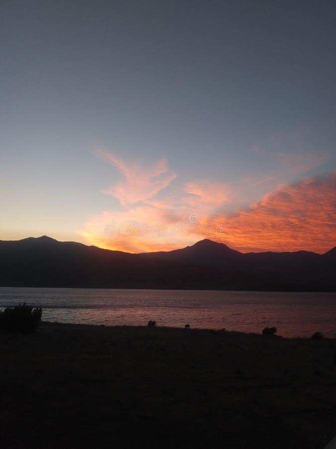 在加利福尼亚山后的另一美好的日落 免版税库存图片