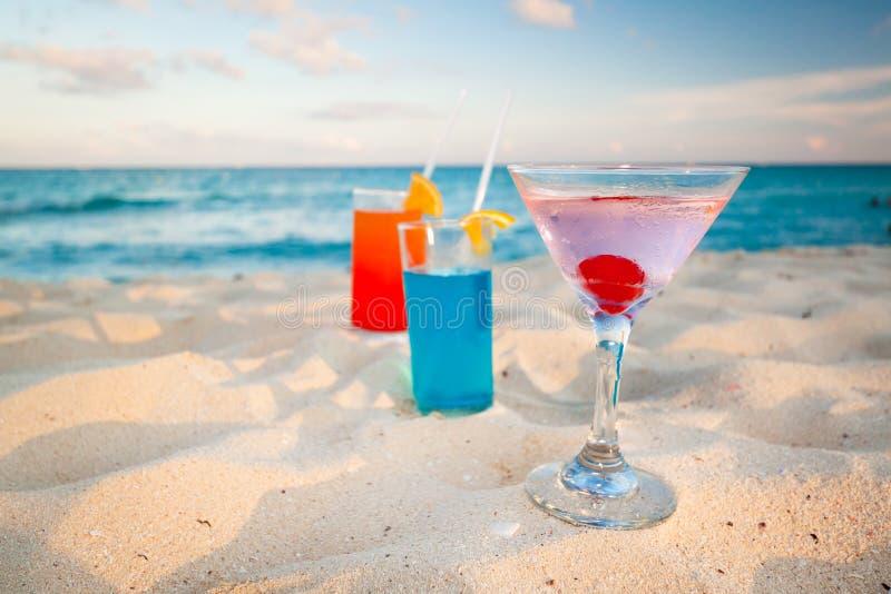 在加勒比海滩的热带饮料 库存照片