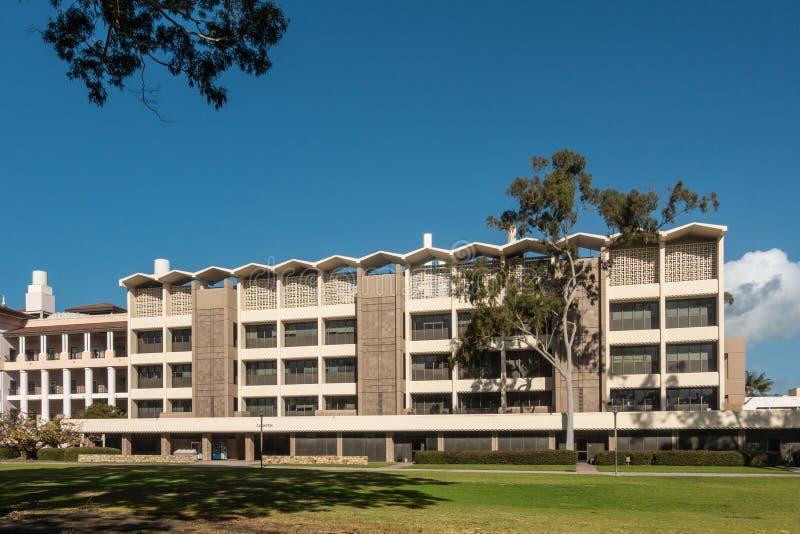 在加大圣巴巴拉分校,圣芭卜拉加利福尼亚的化学大厦 图库摄影