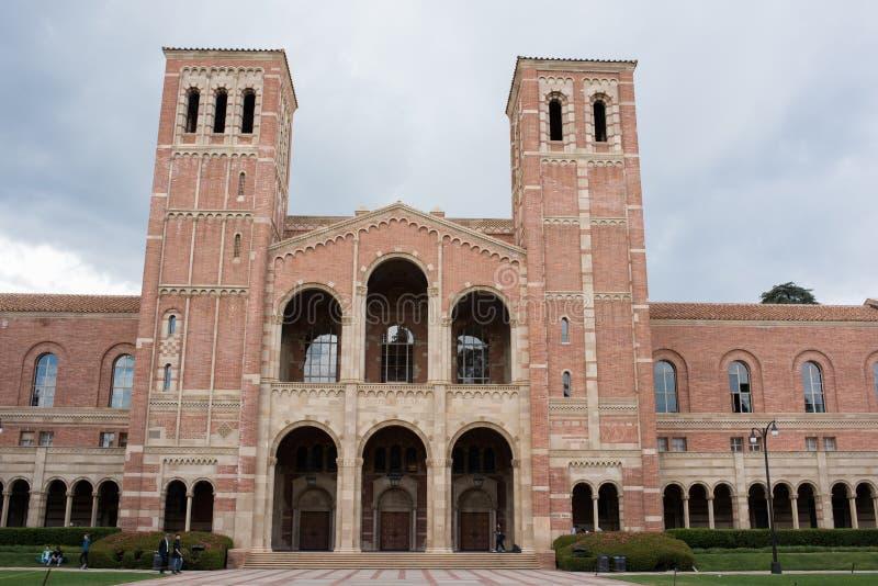 在加州大学洛杉矶分校校园里的罗伊斯霍尔 库存照片