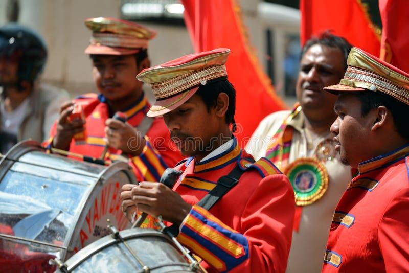 在加德满都,尼泊尔街道上的印度音乐  免版税库存照片